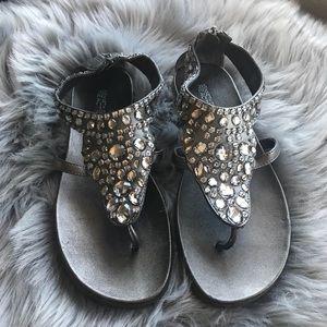 EUC Kenneth Cole Reaction Glam Silver Grey Sandal